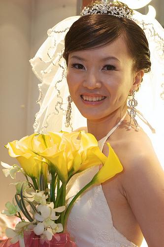 フリー画像| 人物写真| 女性ポートレイト| アジア女性| ウエディングドレス| 結婚式/ブライダル| 笑顔/スマイル| 花束|