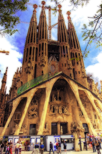 フリー画像| 人工風景| 建造物/建築物| 教会/聖堂| サグラダ・ファミリア| スペイン風景| バルセロナ| HDR画像|