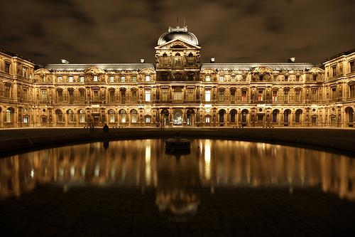 フリー画像| 人工風景| 建造物/建築物| ルーブル美術館| 夜景| フランス風景| パリ|
