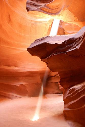 フリー画像| 自然風景| 峡谷の風景| アッパーアンテロープキャニオン| 太陽光線| アメリカ風景| アリゾナ州|