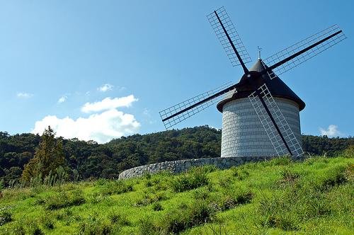 フリー画像| 人工風景| 建造物/建築物| 風車| 草原の風景| 日本風景|