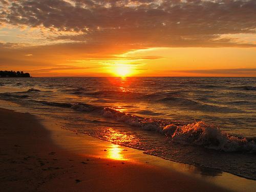 フリー画像| 自然風景| 海の風景| ビーチ/海辺| 朝日/朝焼け| 橙色/オレンジ| アメリカ風景| ウィスコンシン州|