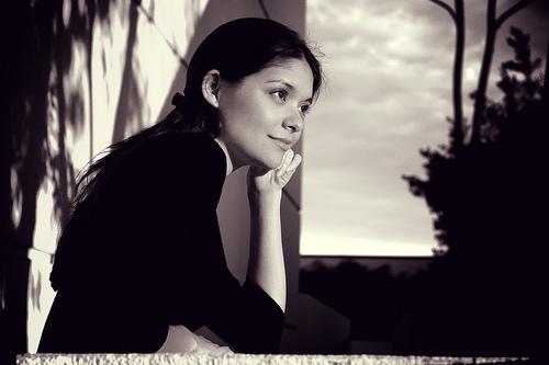 フリー画像| 人物写真| 女性ポートレイト| ラテン系女性| セピア|