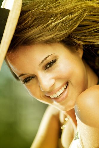 フリー画像  人物写真  女性ポートレイト  ラテン系女性  笑顔/スマイル 