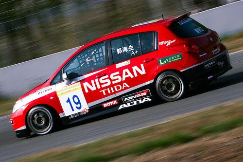 フリー画像| 自動車| レーシングカー| 日産/Nissan| 日産 ティーダ| Nissan Tida| 日本車|