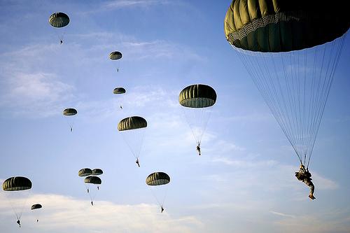 フリー画像| 戦争写真| 兵士/ソルジャー| アメリカ軍兵士| 落下傘部隊| パラシュート|