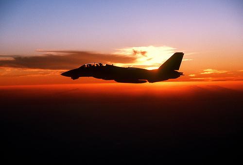 フリー画像|航空機/飛行機|軍用機|戦闘機|F-14トムキャット|F-14ATomcat|夕日/夕焼け/夕暮れ|