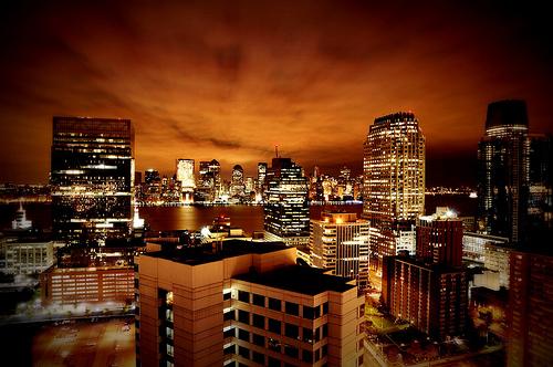 フリー画像| 人工風景| 建造物/建築物| 街の風景| 夜景| ビルディング| 橙色/オレンジ| HDR画像| アメリカ風景| ニューヨーク|