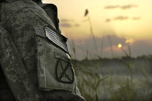 フリー画像| 戦争写真| 兵士/ソルジャー| 夕日/夕焼け/夕暮れ| アメリカ軍兵士|