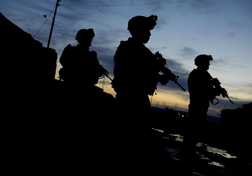 フリー画像| 戦争写真| 兵士/ソルジャー| 人物写真| アメリカ軍兵士| シルエット|