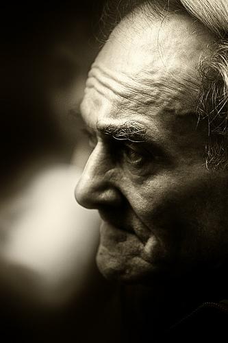 フリー画像| 人物写真| 一般ポートレイト| 老人/お年寄り| おじいさん/おじいちゃん| 横顔| モノクロ写真|