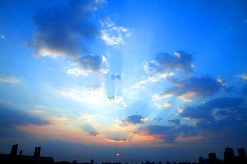 フリー画像| 自然風景| 空の風景| 朝日/朝焼け| イギリス風景| 青色/ブルー|