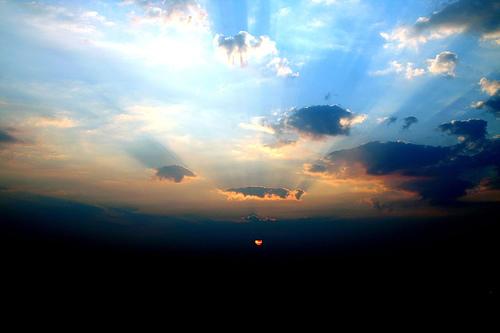 フリー画像| 自然風景| 空の風景| 朝日/朝焼け| イギリス風景| 太陽光線|