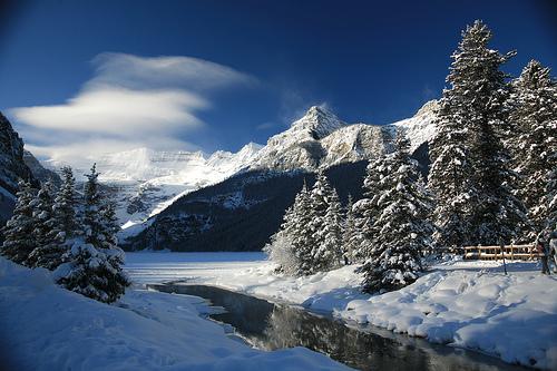 フリー画像| 自然風景| 山の風景| 雪景色| カナダ風景| レイク・ルイーズ| 青色/ブルー|