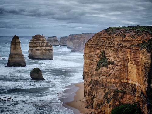 フリー画像| 自然風景| 海岸の風景| 岩壁の風景| 暗雲の風景| 12人の使徒/The Twelve Apostles| オーストラリア風景|