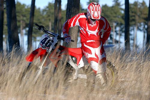 フリー画像| 人物写真| 一般ポートレイト| 落胆/落ち込む| バイク/オートバイ| モトクロス|