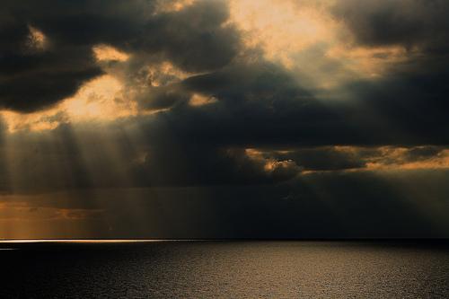 フリー画像| 自然風景| 空の風景| 雲の風景| 太陽光線| 暗雲の風景|