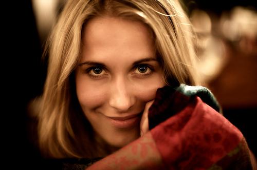 フリー画像  人物写真  女性ポートレイト  白人女性  金髪/ブロンド 