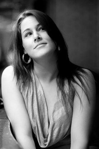 フリー画像  人物写真  女性ポートレイト  白人女性  モノクロ写真 