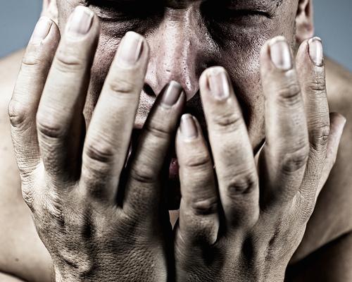 フリー画像| 人物写真| 男性ポートレイト| 外国人男性| 泣き顔|