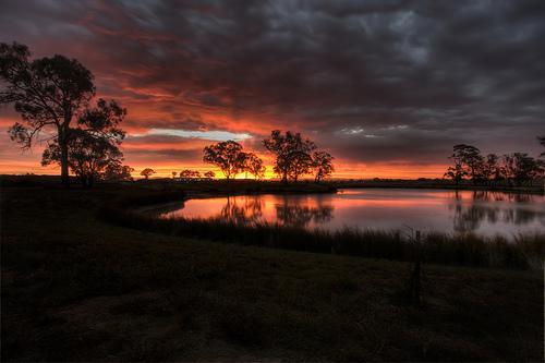 フリー画像| 自然風景| 夕日/夕焼け/夕暮れ| 湖の風景| 暗雲の風景| HDR画像| オーストラリア風景| キャンベラ|
