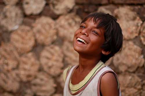 フリー画像  人物写真  子供ポートレイト  外国の子供  少年/男の子  笑顔/スマイル  インド人 