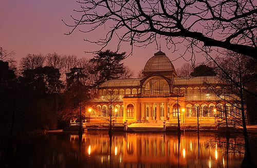 フリー画像| 人工風景| 建造物/建築物| 城/宮殿| クリスタル宮殿/水晶宮殿| 夜景| スペイン風景| マドリード|