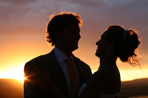 フリー画像| 人物写真| 一般ポートレイト| 恋人/カップル| 夕日/夕焼け/夕暮れ| シルエット|      フリー素材|
