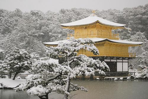 フリー画像| 人工風景| 建造物/建築物| 神社/仏閣/寺院| 金閣寺| 雪景色| 日本風景| 京都|    フリー素材|