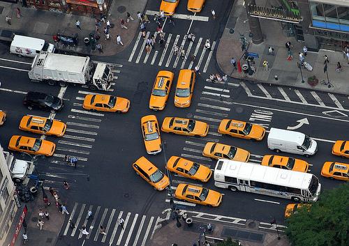 フリー画像| 人工風景| 街の風景| 自動車| タクシー| 渋滞| 街角の風景| アメリカ風景| ニューヨーク|   フリー素材|
