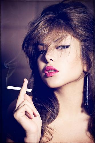 フリー画像| 人物写真| 女性ポートレイト| アジア女性| 煙草/タバコ|       フリー素材|