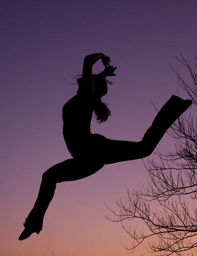 フリー画像| 人物写真| 一般ポートレイト| 跳ぶ/ジャンプ| シルエット| 踊る/ダンス|      フリー素材|