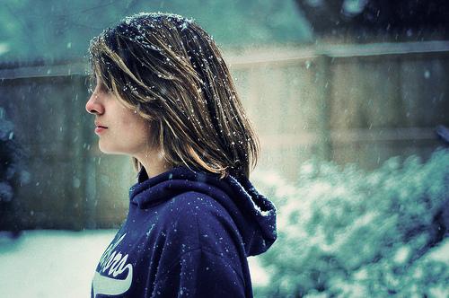 フリー画像| 人物写真| 女性ポートレイト| 白人女性| 横顔| 粉雪|      フリー素材|