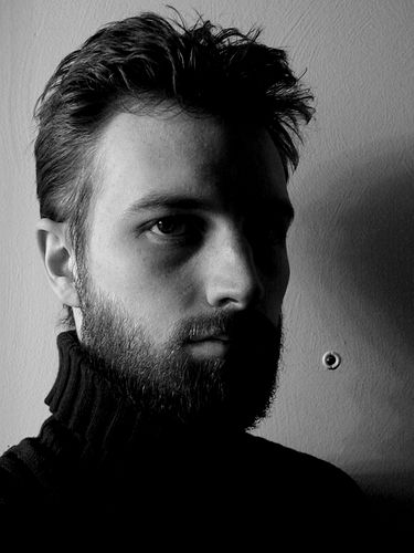 フリー画像| 人物写真| 男性ポートレイト| 外国人男性| イケメン| モノクロ写真|      フリー素材|