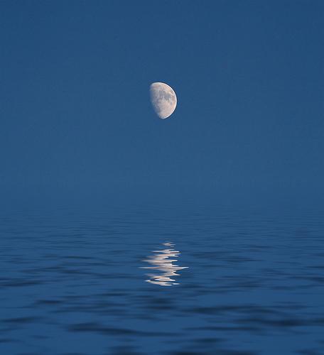 フリー画像| 自然風景| 海の風景| 月の風景| 青色/ブルー|       フリー素材|