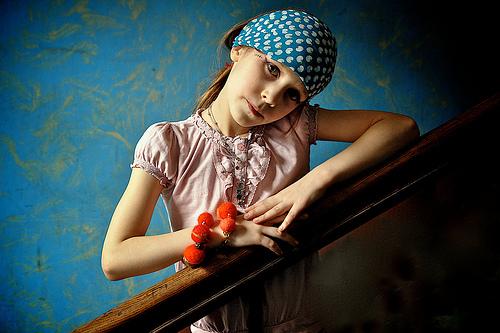 フリー画像| 人物写真| 子供ポートレイト| 外国の子供| 少女/女の子| バンダナ|      フリー素材|