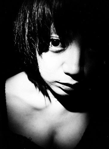 フリー画像| 人物写真| 女性ポートレイト| アジア女性| モノクロ写真| ショートヘアー| 日本人|     フリー素材|