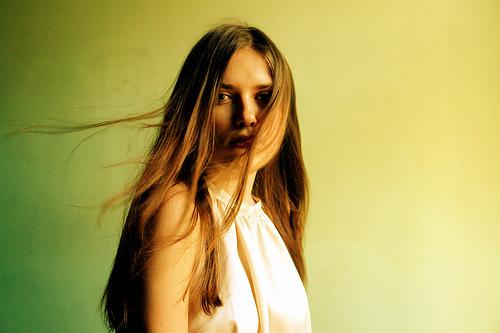 フリー画像| 人物写真| 女性ポートレイト| 白人女性| ロングヘアー|       フリー素材|
