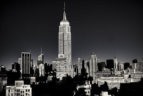 フリー画像| 人工風景| 建造物/建築物| 街の風景| ビルディング| エンパイア・ステート・ビルディング| モノクロ写真| アメリカ風景| ニューヨーク|   フリー素材|