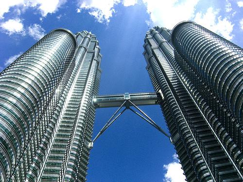 フリー画像| 人工風景| 建造物/建築物| ペトロナスツインタワー| ビルディング| マレーシア風景|      フリー素材|
