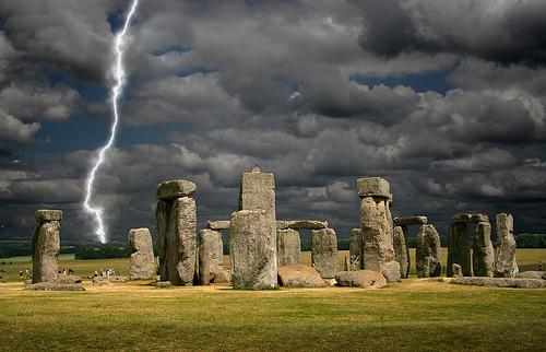 フリー画像| 人工風景| 建造物/建築物| ストーンヘンジ| 世界遺産/ユネスコ| 落雷/カミナリ/稲妻|  イギリス風景| 暗雲の風景|    フリー素材|