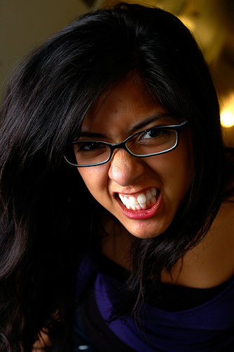 フリー画像| 人物写真| 女性ポートレイト| アジア女性| 眼鏡/メガネ| 怒る| 威嚇|     フリー素材|
