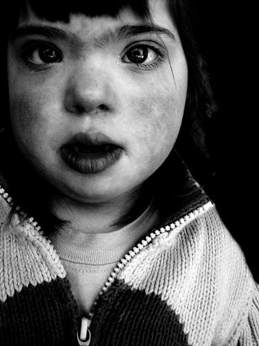 フリー画像| 人物写真| 子供ポートレイト| 外国の子供| 少女/女の子| モノクロ写真|      フリー素材|