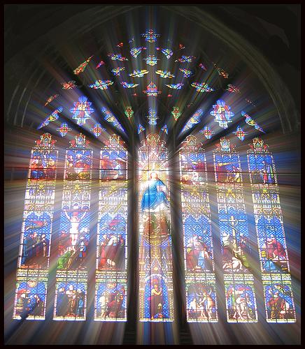 フリー画像| 人工風景| 教会/聖堂| ステンドグラス| 太陽光線|