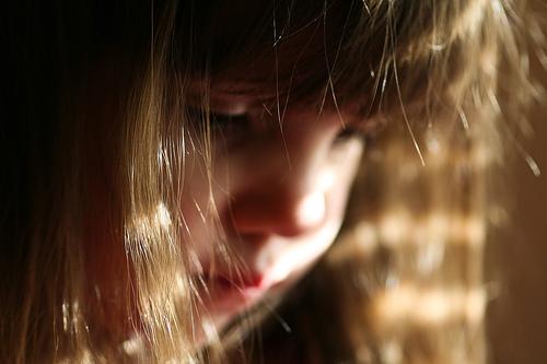 フリー画像| 人物写真| 子供ポートレイト| 少女/女の子| 外国の子供| 憂鬱/メランコリー|
