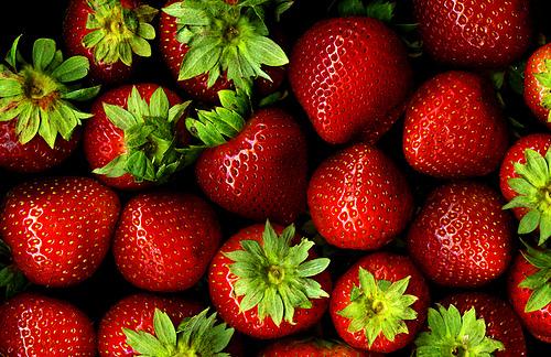 フリー画像| 食べ物| 果物/フルーツ| 苺/イチゴ| 赤色/レッド|