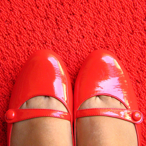 フリー画像| 物/モノ| 靴/シューズ| 赤色/レッド|