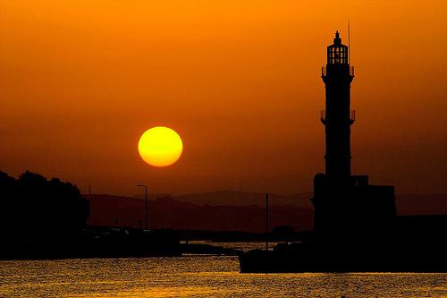 フリー画像| 人工風景| 建造物/建築物| 灯台/ライトハウス| 夕日/夕焼け/夕暮れ| 橙色/オレンジ|