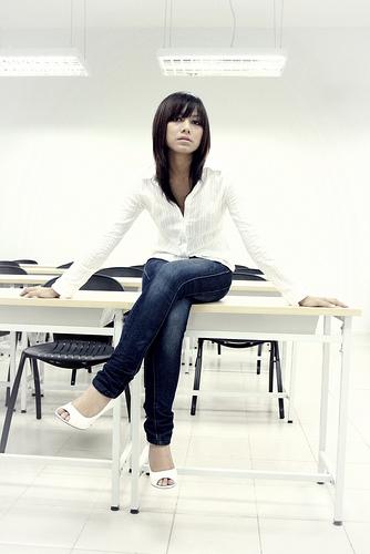 フリー画像| 人物写真| 女性ポートレイト| アジア女性| シャツ| ジーンズ| マレーシア人|     フリー素材|