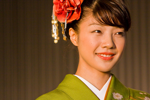 フリー画像| 人物写真| 女性ポートレイト| アジア女性| 着物| 日本人| 花飾り|     フリー素材|